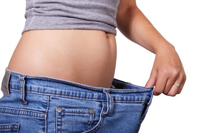 Pantalon trop grand après un régime.